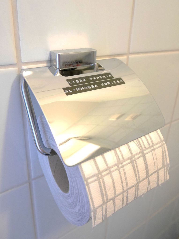 Super easy DIY for your toilet to inform your guest about the extra toilet paper.