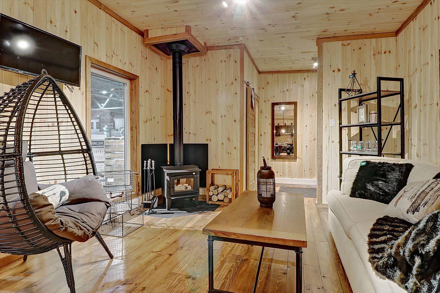 Un Salon Chaleureux Et Spacieux Living Room Carpet Room Home Decor #warm #industrial #living #room