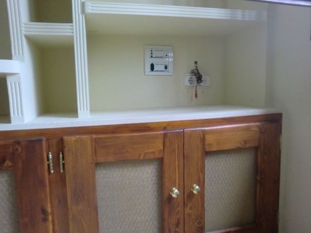 Las puerta de la parte inferior son el marco es de madera for Escritorios baratos