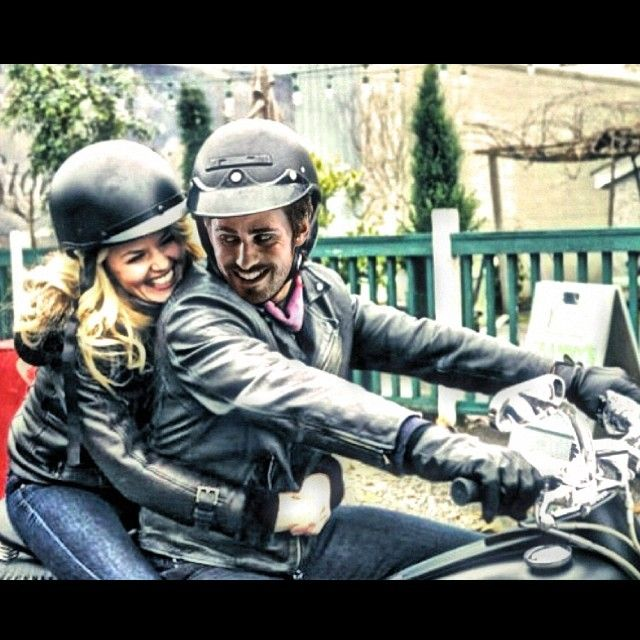 Colin O'Donoghue - Killian Jones - Captain Hook - Emma Swan - Jennifer Morrison - Once Upon A Time