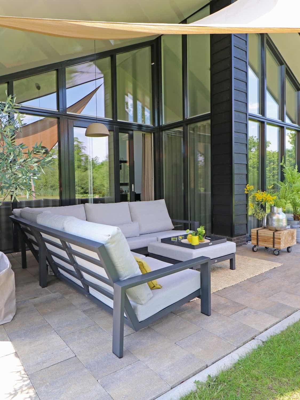 Hoek Loungeset Grijs.Super Strakke Hoek Loungeset Voor Een Moderne Tuin Deze Loungebank