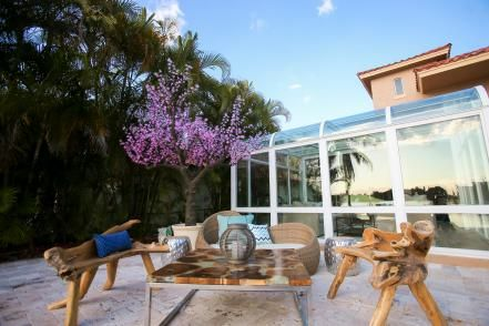 With amenities like a 300-gallon jellyfish tank and pirate ship waterpark, Ice spares no expense on this multi-million dollar Lantana, Florida estate remodel from season 5 of The Vanilla Ice Project.