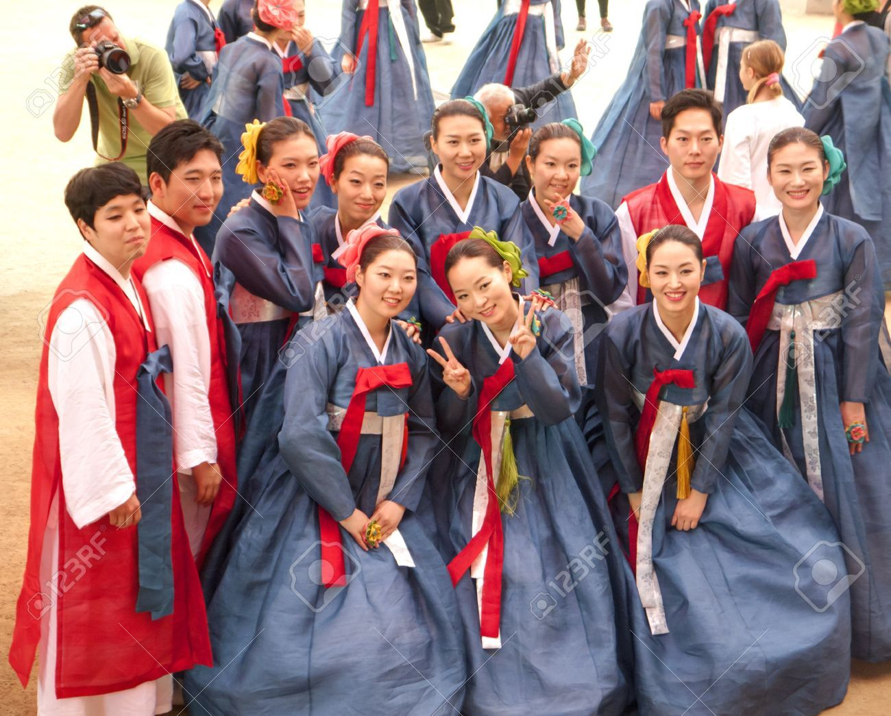 south korea culture Home new posting  cultural etiquette: south korea: the people korea is one of the most homogeneous countries in the world, racially and linguistically it has its own culture, language, dress and cuisine, separate and distinct from its neighboring countries.