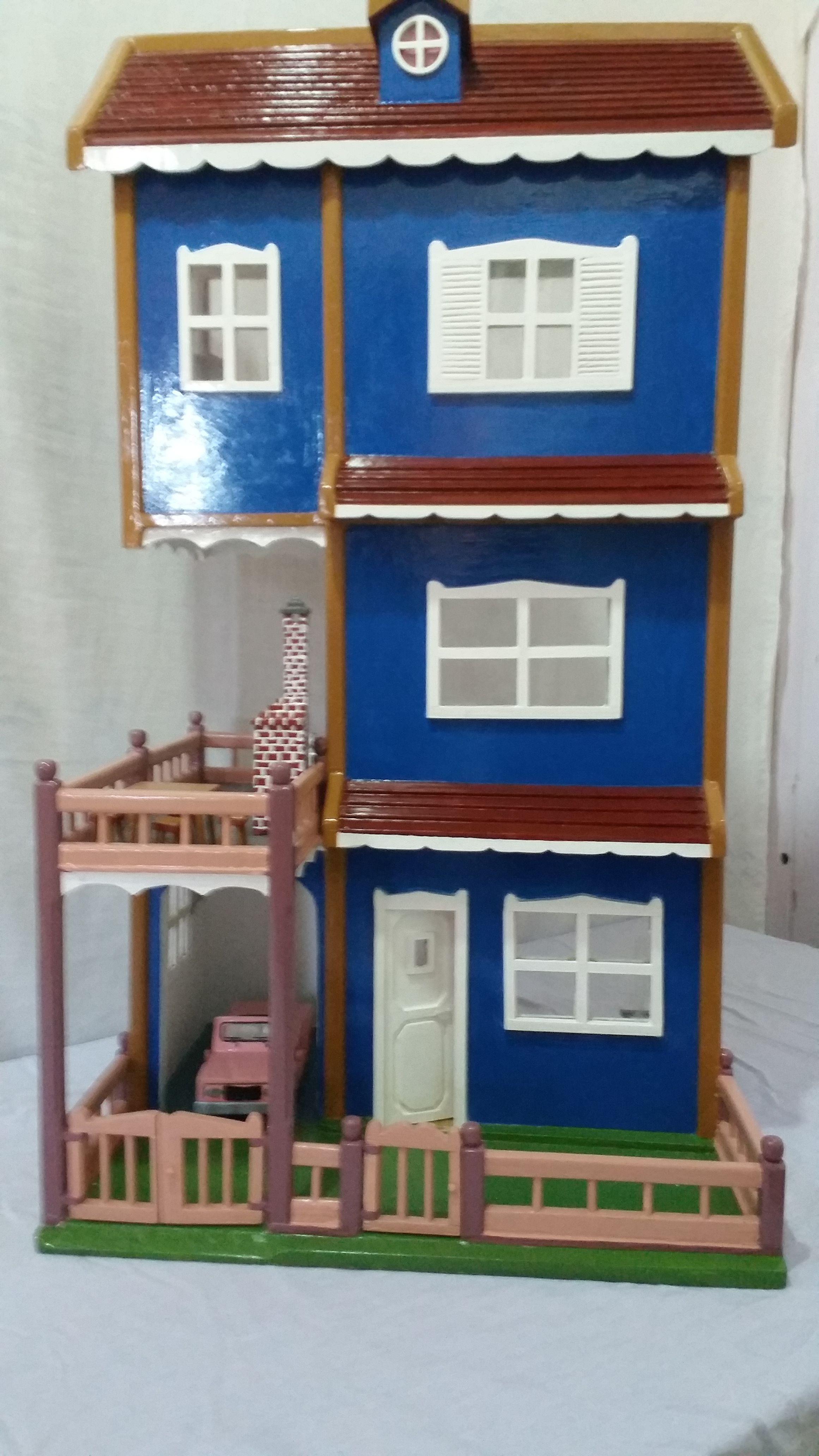 casinha de boneca,   de madeira