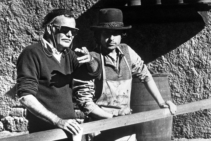 """Sam Peckinpah and Bob Dylan on the set of """"Pat Garrett and Billy the kid"""" - 1973"""