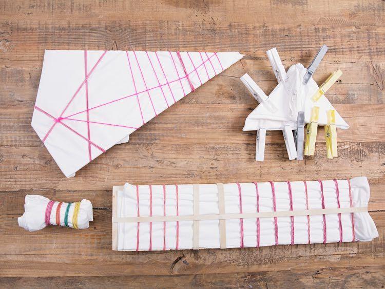 diy anleitung shibori kissen mit bunten bommeln selber machen via shibori. Black Bedroom Furniture Sets. Home Design Ideas