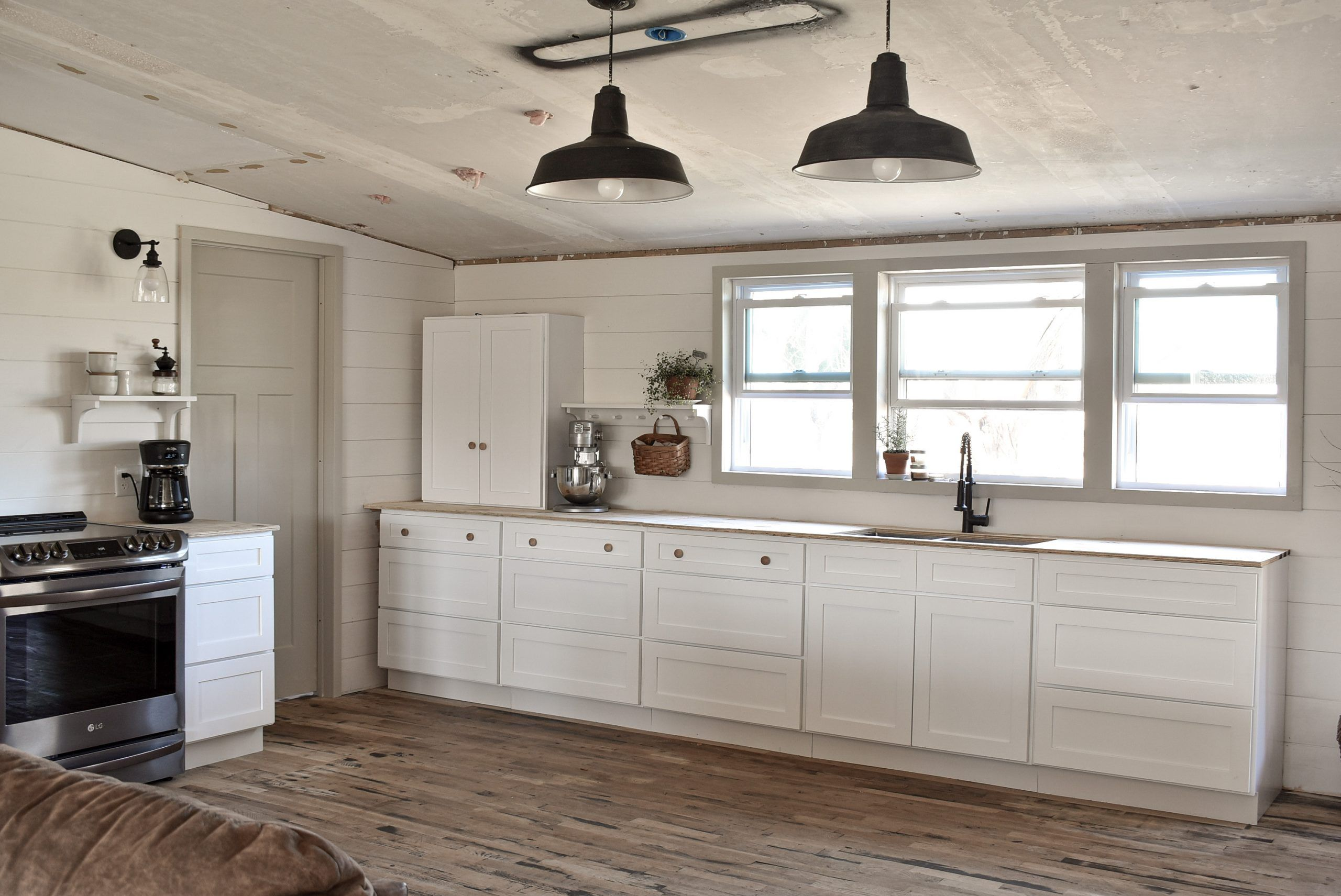Kitchen Cabinet Remodel On A Budget Rocky Hedge Farm In 2020 Mobile Home Kitchen Cabinets Mobile Home Kitchens Cabinet Remodel