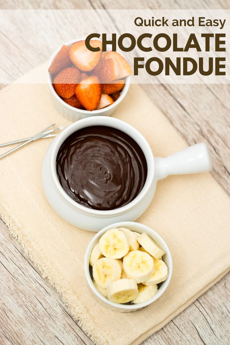 Quick and Easy Chocolate Fondue #chocolatefonduerecipes This quick and easy Chocolate Fondue is a great dessert. Well, it's more than a dessert, it's an experience! #chocolate #fondue #quick #easy #dessert #recipe #sweet #fruits #chocolatefonduerecipes