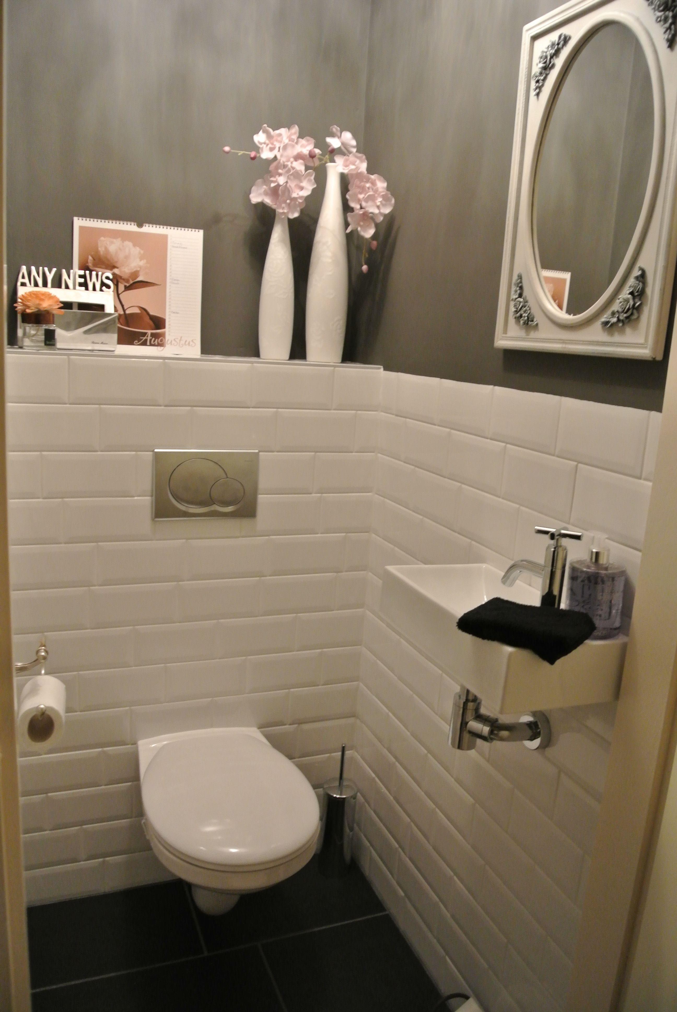 Prachtige krijtverf nieuwe huisje pinterest wc for Toilet betegeld