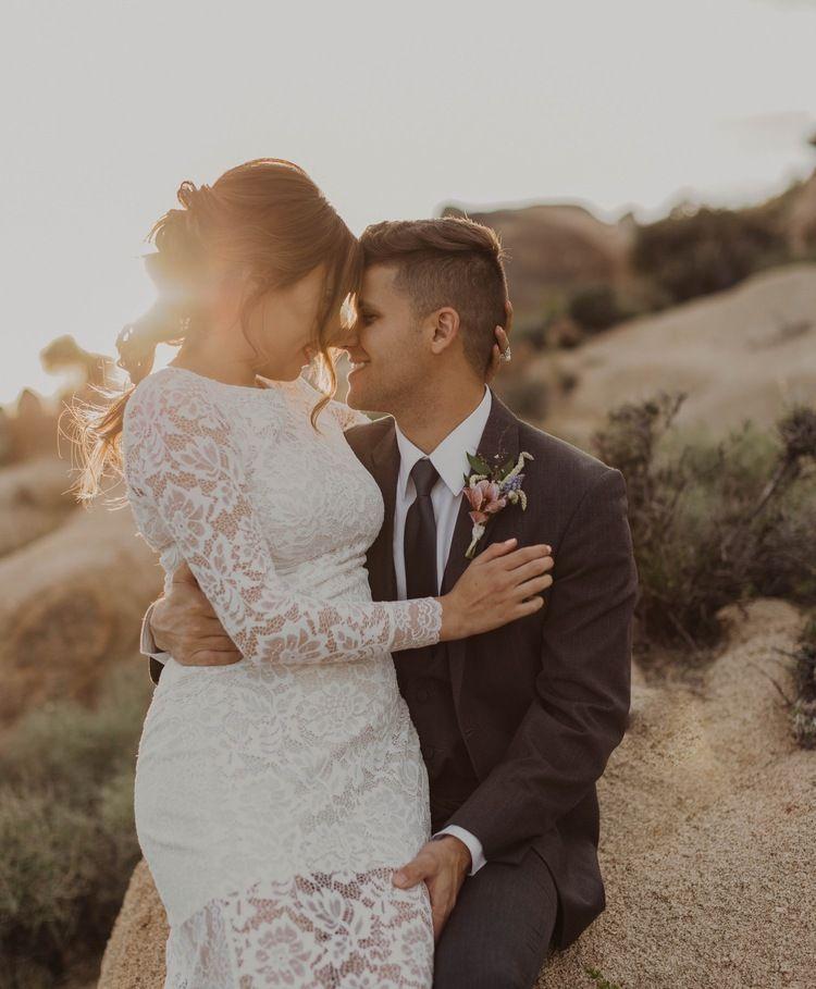 Private Joshua Tree Elopement Melanie Justin In 2020 Joshua Tree Elopement Wedding Southern California California Wedding