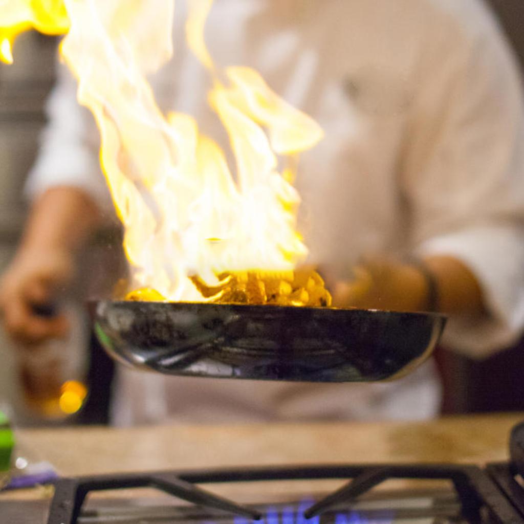 نحن أفضل مكتب للاستقدام في الرياض نقوم بتوفير العمالة المنزلية رفيعة المستوى وتشمل خادمة منزلية سائق شخصي ممرضة منزلية و طباخ Cooking Kitchen Cooking Chef