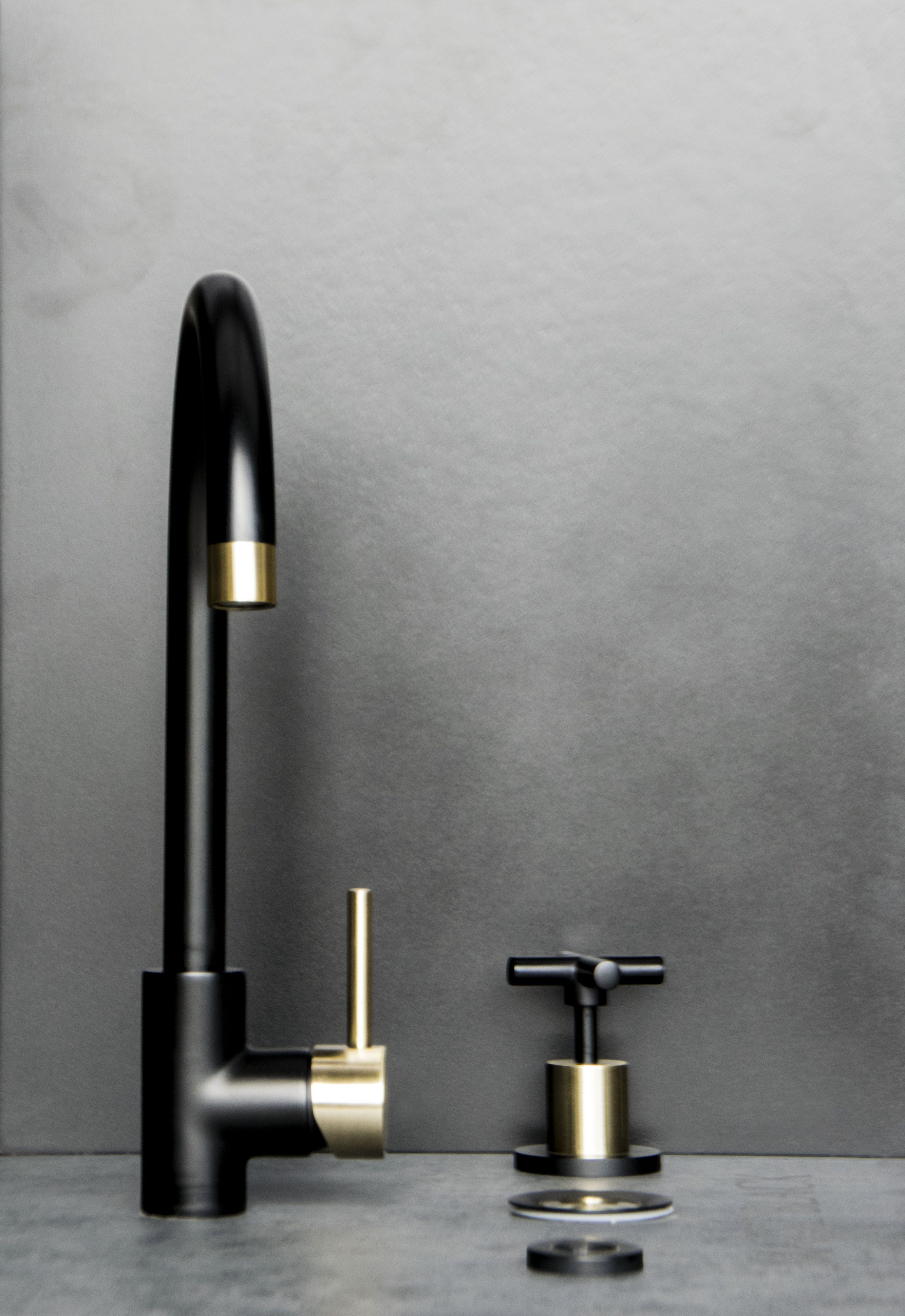 Round Kitchen Mixer Tap Black Gold Kitchen mixer