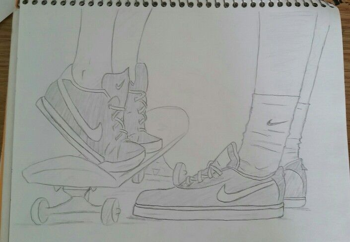 A sketch of a skateboarding couple! Comment what you think ^_^