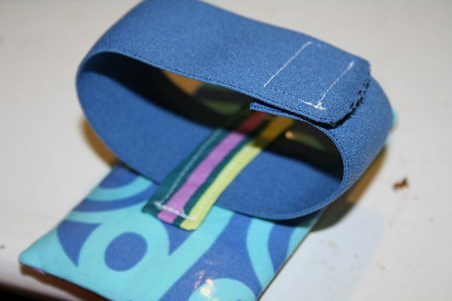 iPhone running arm band, tutorial | Diy phone pouches, Diy sewing projects, Sewing projects