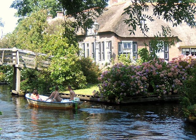 Travel Guide by Travel&Lifestylediaries to Giethoorn with photos