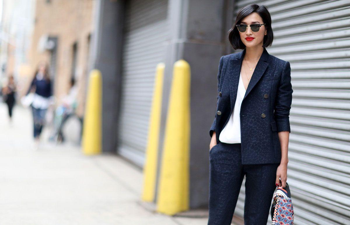 Los blazers son una prenda indispensable en el guardarropa de cualquier mujer. Si no tienes uno deberías ir pensando en adquirirlo, puedes elegir un color clásico o llevarlo en un textil con estampado. Aquí te mostramos diferentes opciones para que puedas armar el look perfecto.