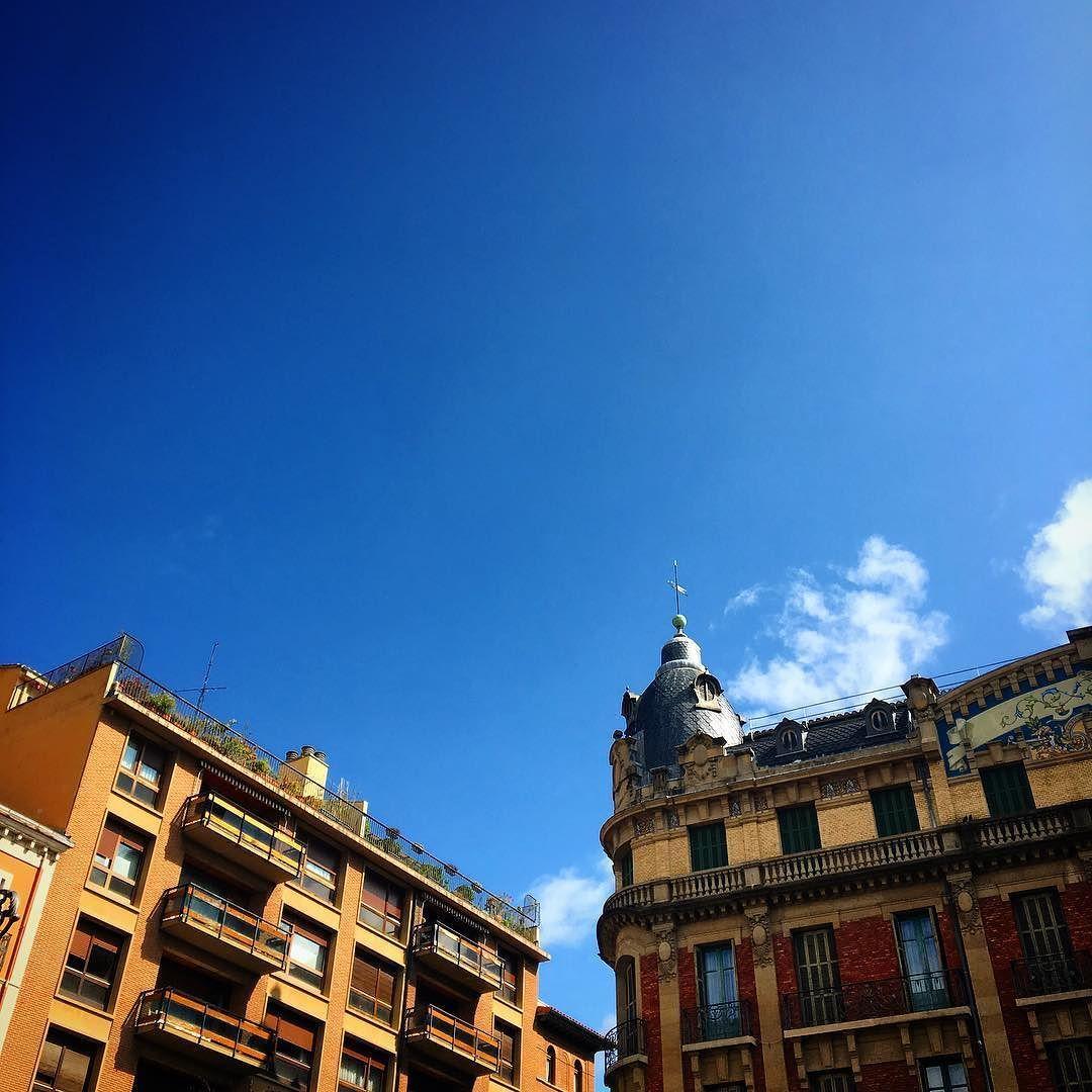 Hola #Pamplona! #building #beautiful #follow4follow #sky #skyporn #ciudad #city #iruña #color #colors #navarra #navarre #people #gente #live #dueñodemitiempo #lifestyle #life #vida #bizitza #instaday #instacool #instagram #instagood #picture #picoftheday