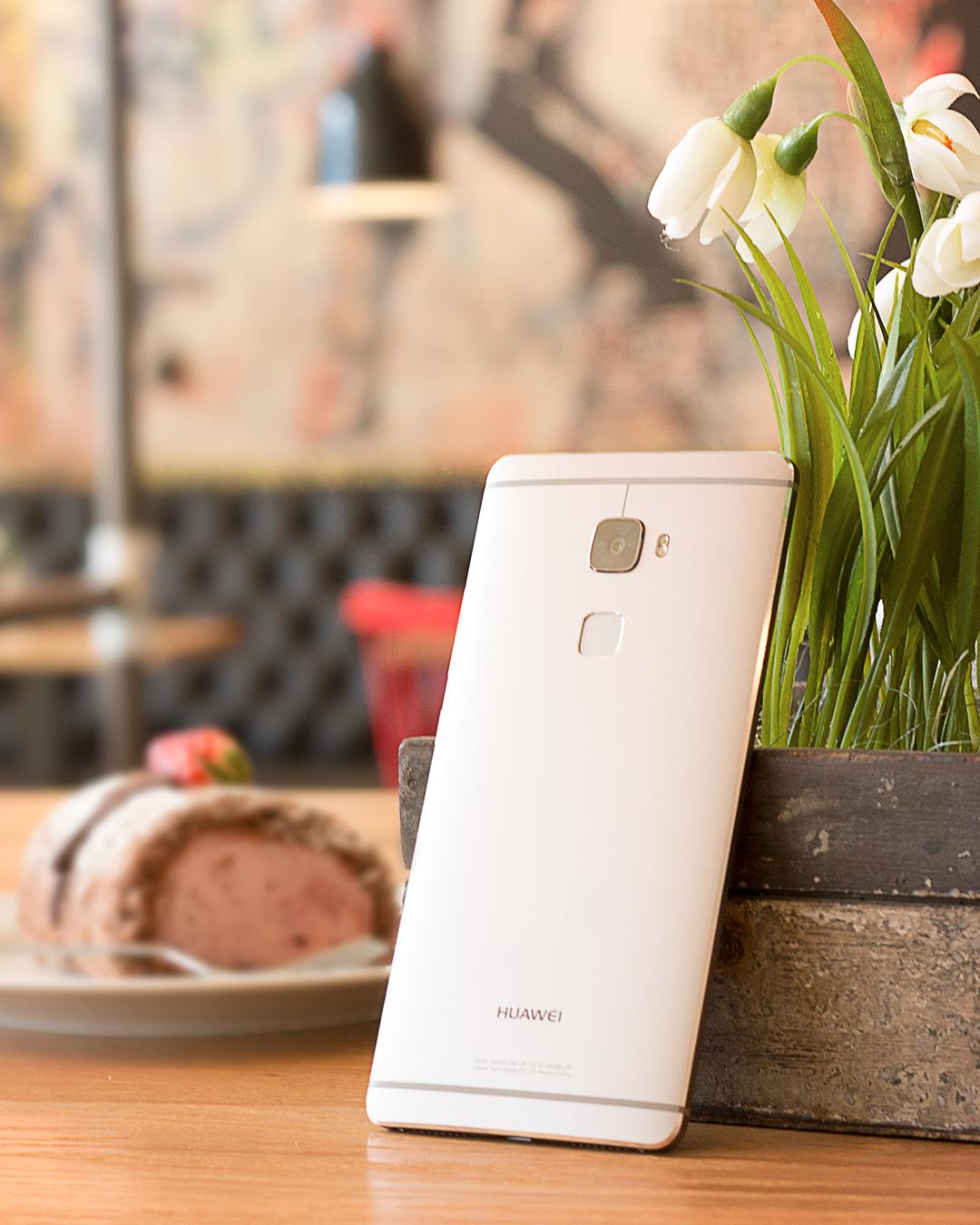 Wo spielt Geschmack eine Rolle? Bei der Erdbeerrolle auf jeden Fall. Und natürlich auch beim Smartphone. Beim #HuaweiMateS lässt sich die leichte Bedienung besonders genießen - durch z.B. den Fingerprint- Sensor. #HUAWEI #Fingerprintsensor #MitLeichtigkeit