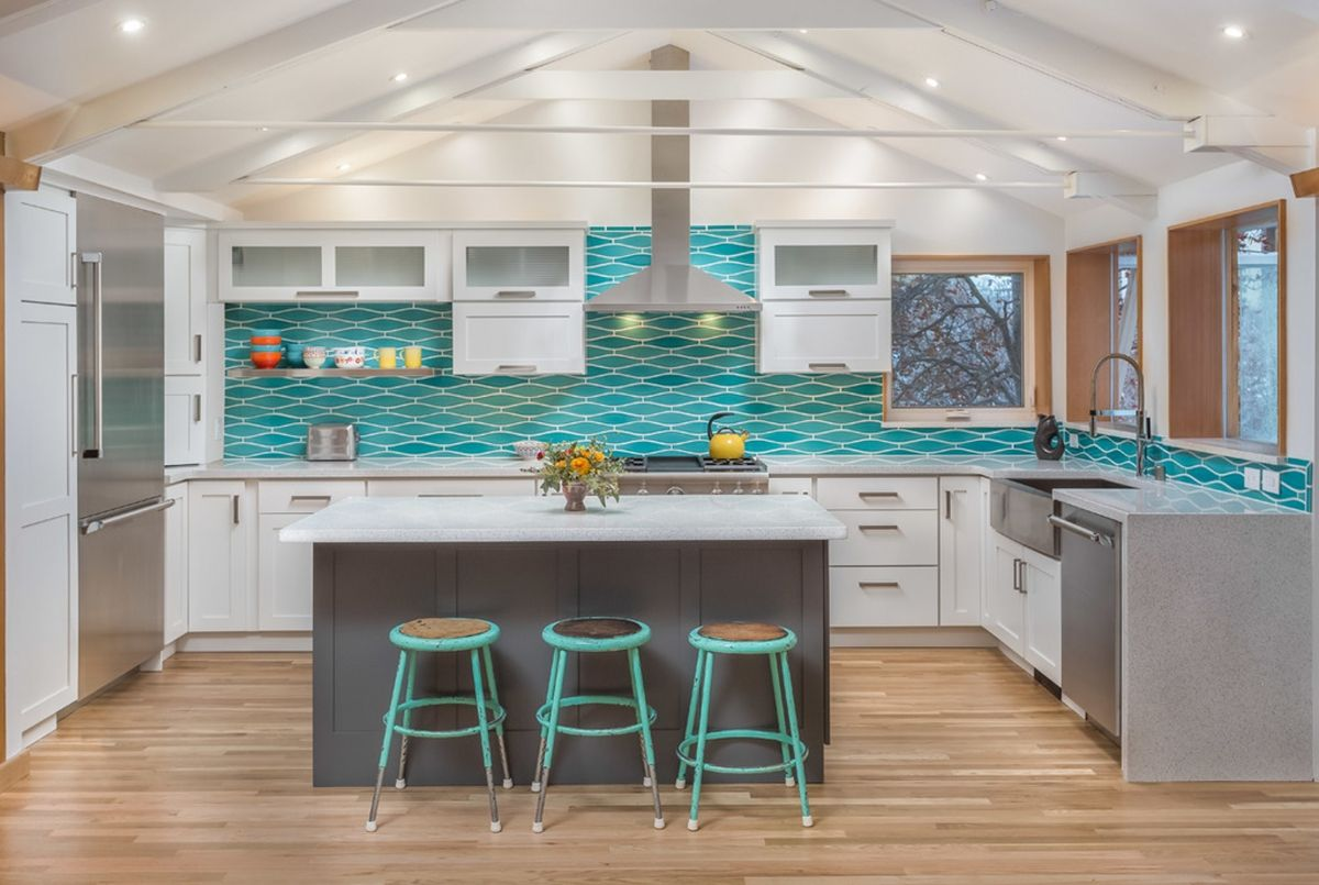 Best Remodeling Stories A Splash Of Turquoise In A White 640 x 480