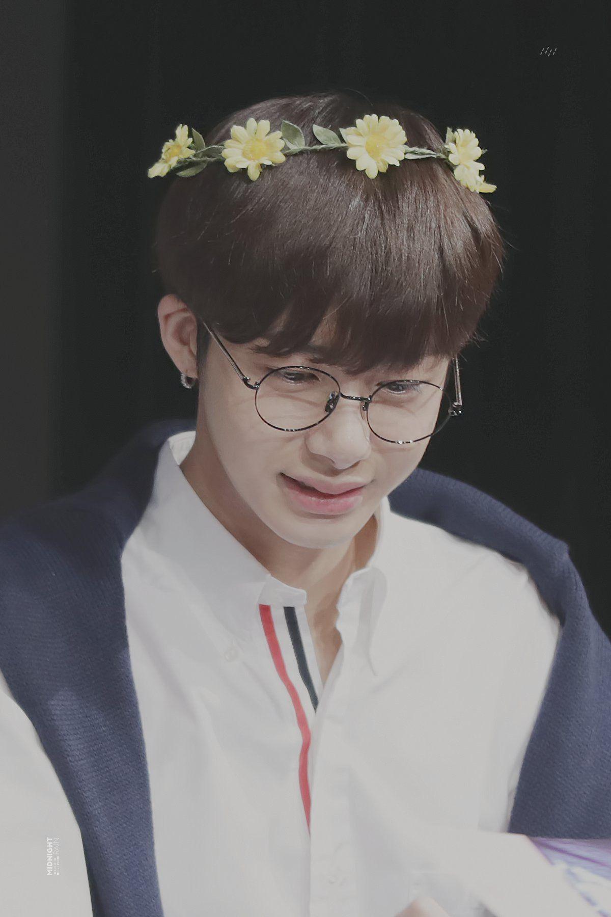 Black and yellow hair boy midnight train ϟ do not edit or crop logo ud  hyungwon  pinterest