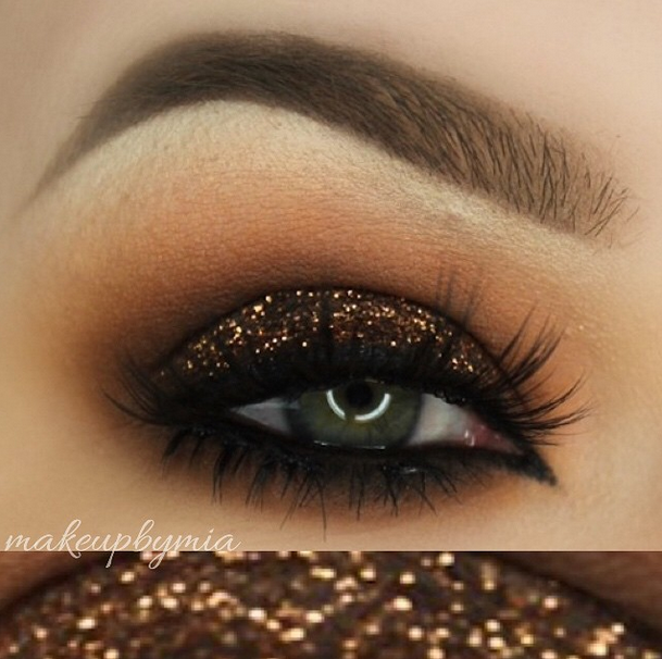 Glittery Makeup Looks for the Holidays   Glitter eye ...