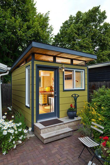 ein kleines modernes flachdaches gelbes gartenhaus. Black Bedroom Furniture Sets. Home Design Ideas
