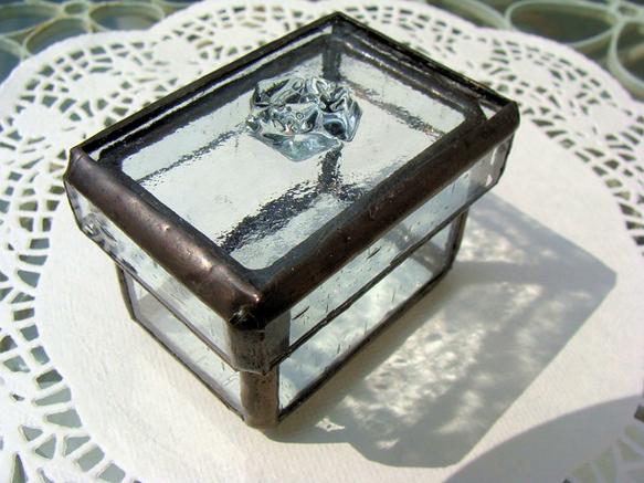 ふたに薔薇モチーフを施した、ガラスの小箱です。 ハンドメイド、手作り、手仕事品の通販・販売・購入ならCreema。