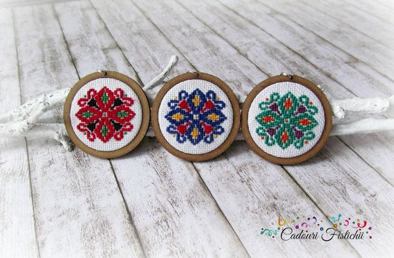 Traditional  Handmade  Cross stitch  Wooden  by CadouriFistichii