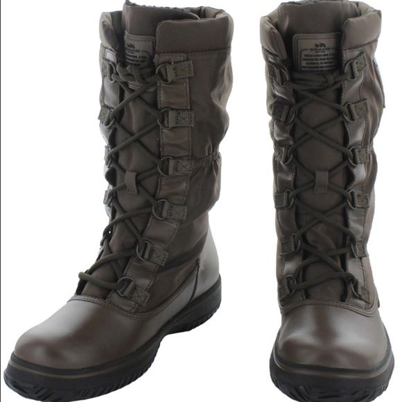 Coach sage winter hiking boots fur lined green 6 Stay warm and cozy with the Coach Sage Women's Nylon Cold Weather Hiking Snow Boots! These feature: Coach Cold Weather Technology, water resistant nylon upper, cinched shaft to keep elements at bay, faux shearling lining to keep feet warm, lace up style, and rubber outdoor/hiking technical outsole. Coach Shoes Winter & Rain Boots