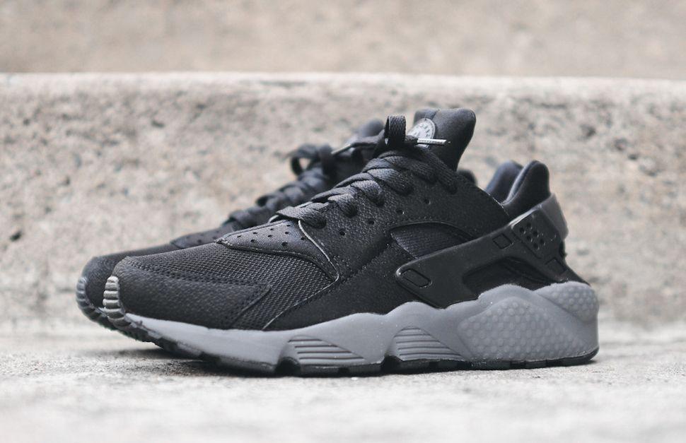 nike huarache grey and black