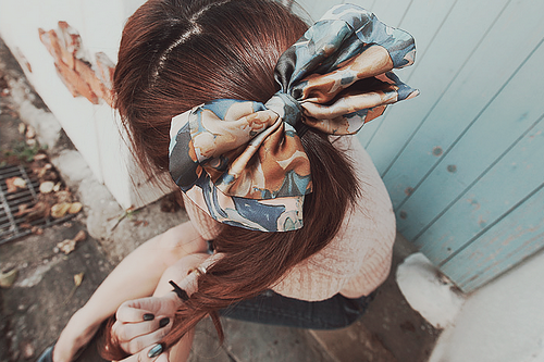 love this picture - and that hair bow!