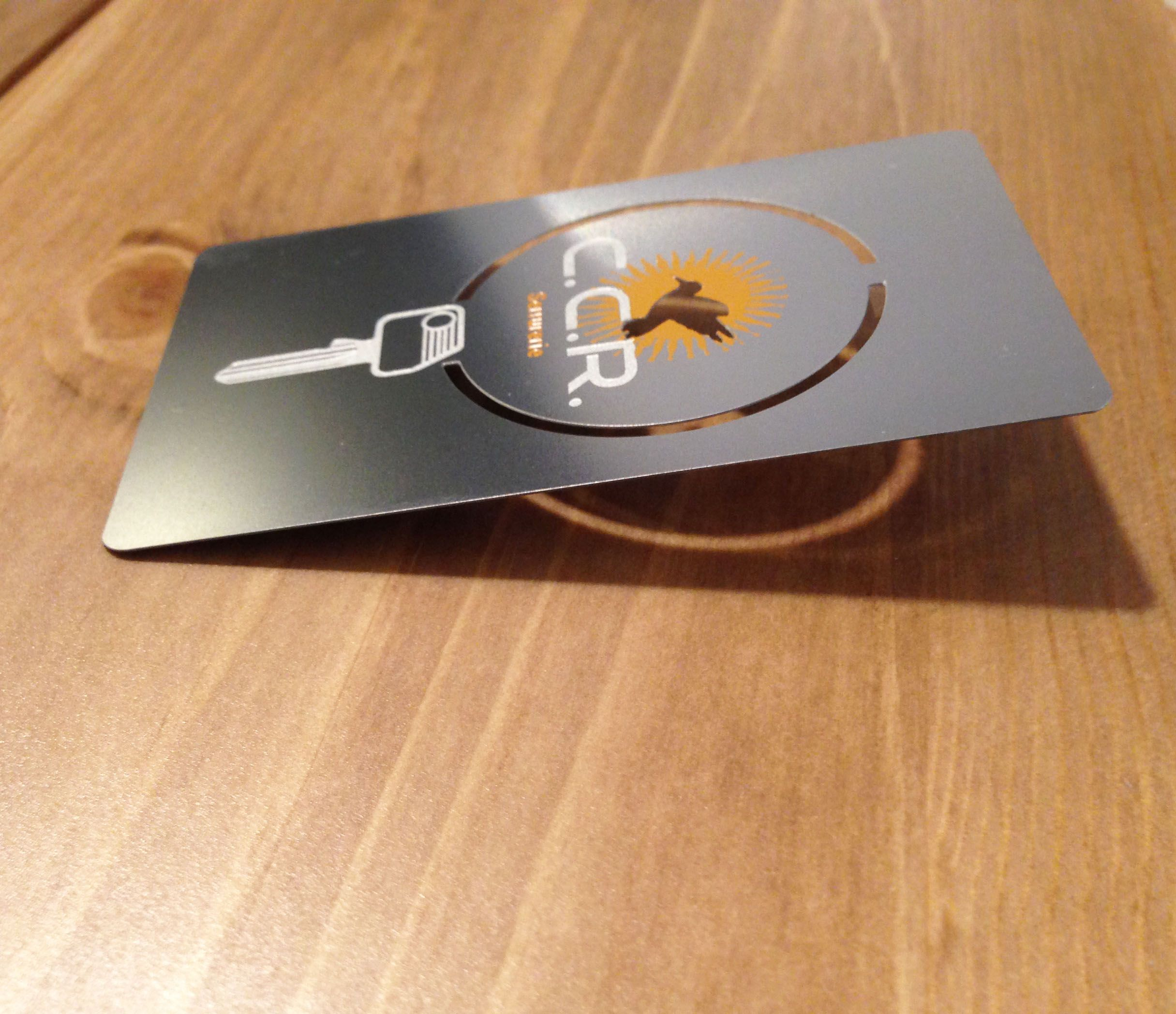 Un Serrurier Qui Ne Vous Decevra Pas Cest Forcement Avec Une Carte De Visite En Metal Ironcards Iron Cartedevisite