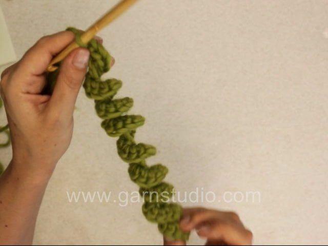 DROPS Crochet Tutorial: How to crochet cork screw