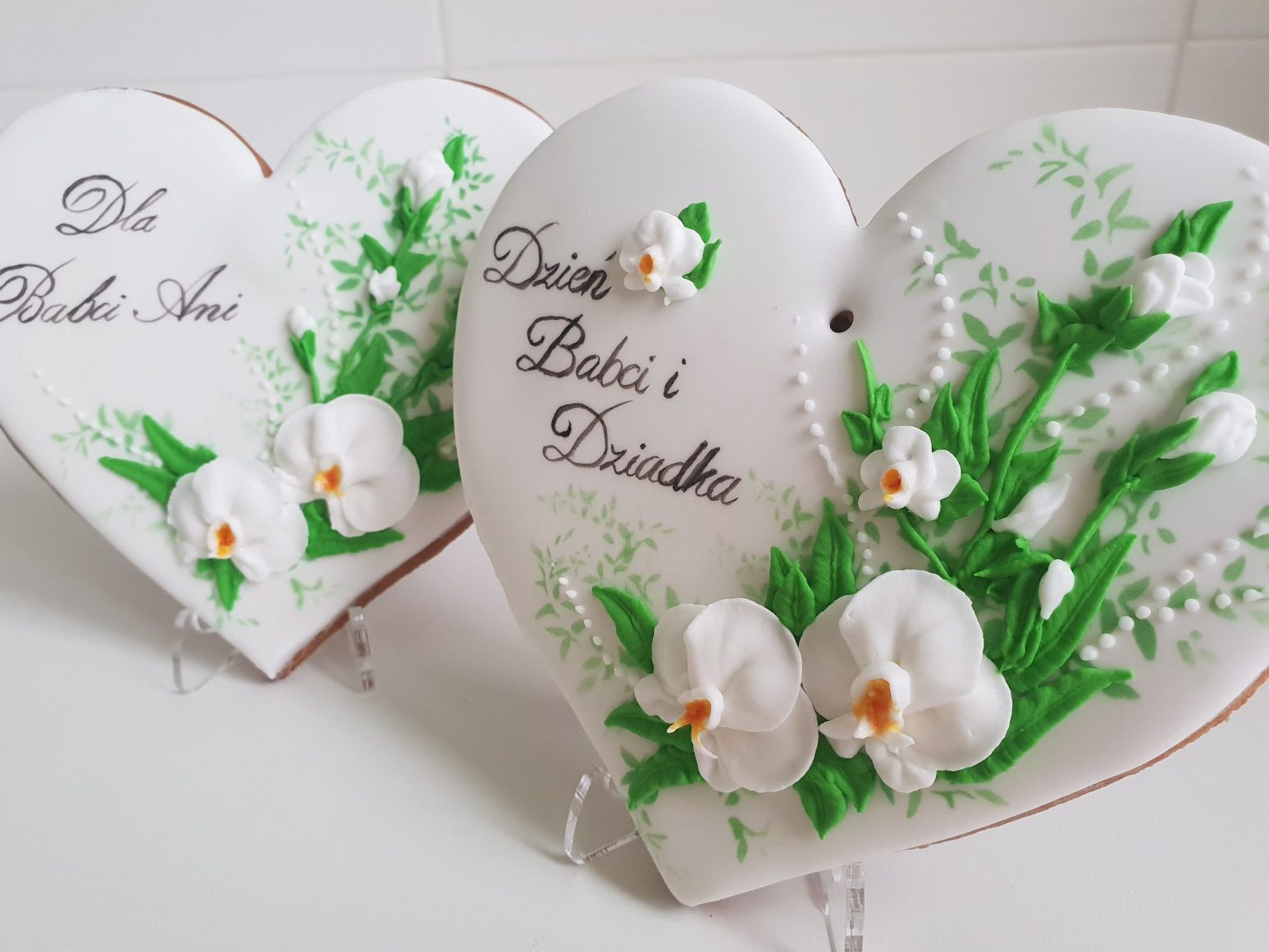 Pin By Basia Sweets Lukrowaneciaste On Dekorowane Ciastka Beautiful Cookies Cake Decorating Place Card Holders