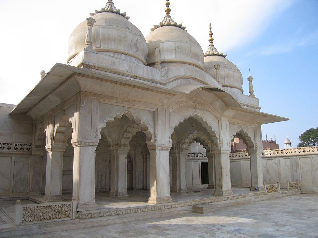 Image result for Moti Masjid- red fort New delhi