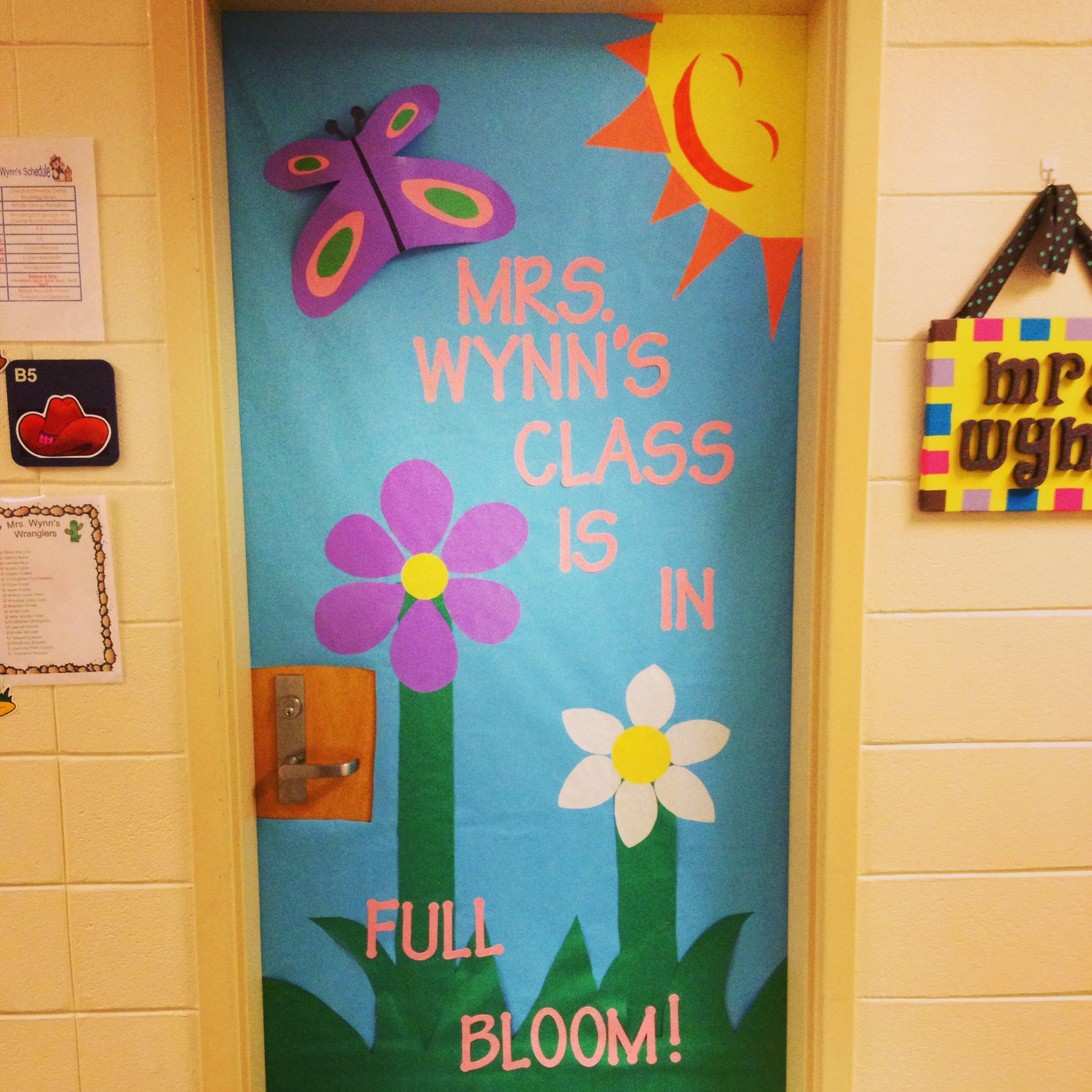 Classroom door decorated for spring time education for Ideas puertas salon