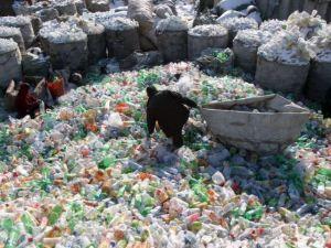 Con plásticos buscan reducir emisión de contaminantes