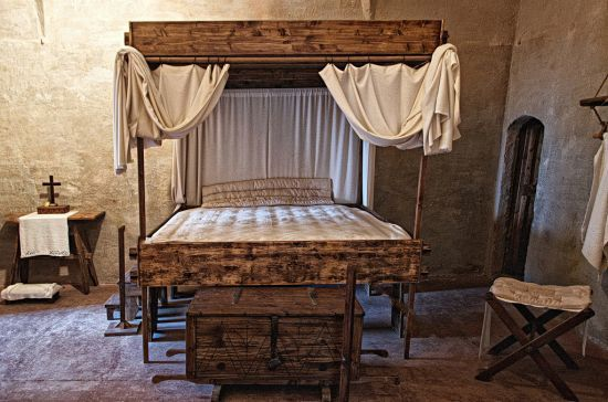 35 Stunning Medieval Furniture Ideas For Your Bedroom Medieval