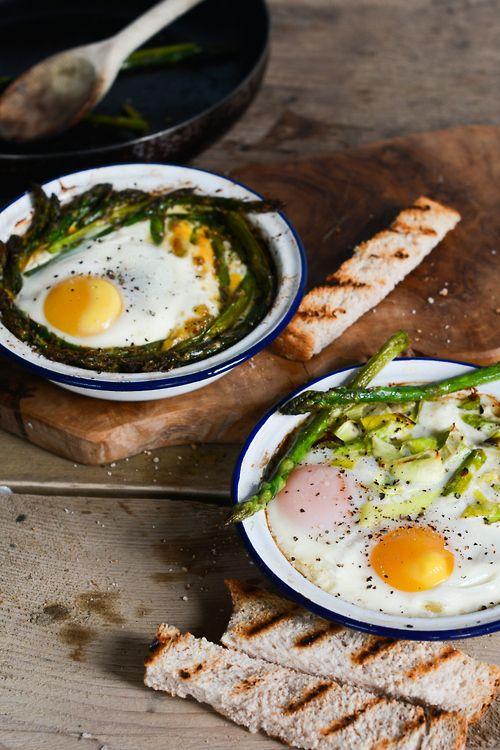 baked eggs w/ leeks and asparagus