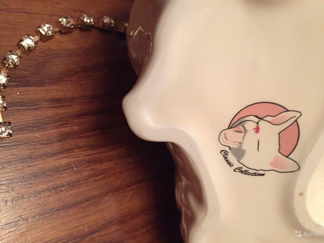 Очень красивая кошечка с ошейником поводком и глазками из сияющих кристаллов 16 см х 8 см