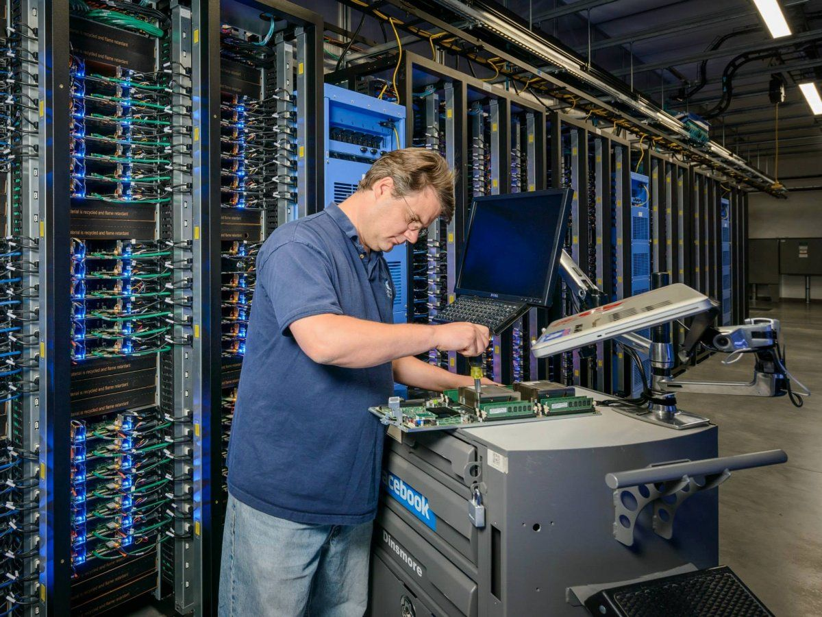 Peek Inside Facebook S Massive Data Centers That Store All Your