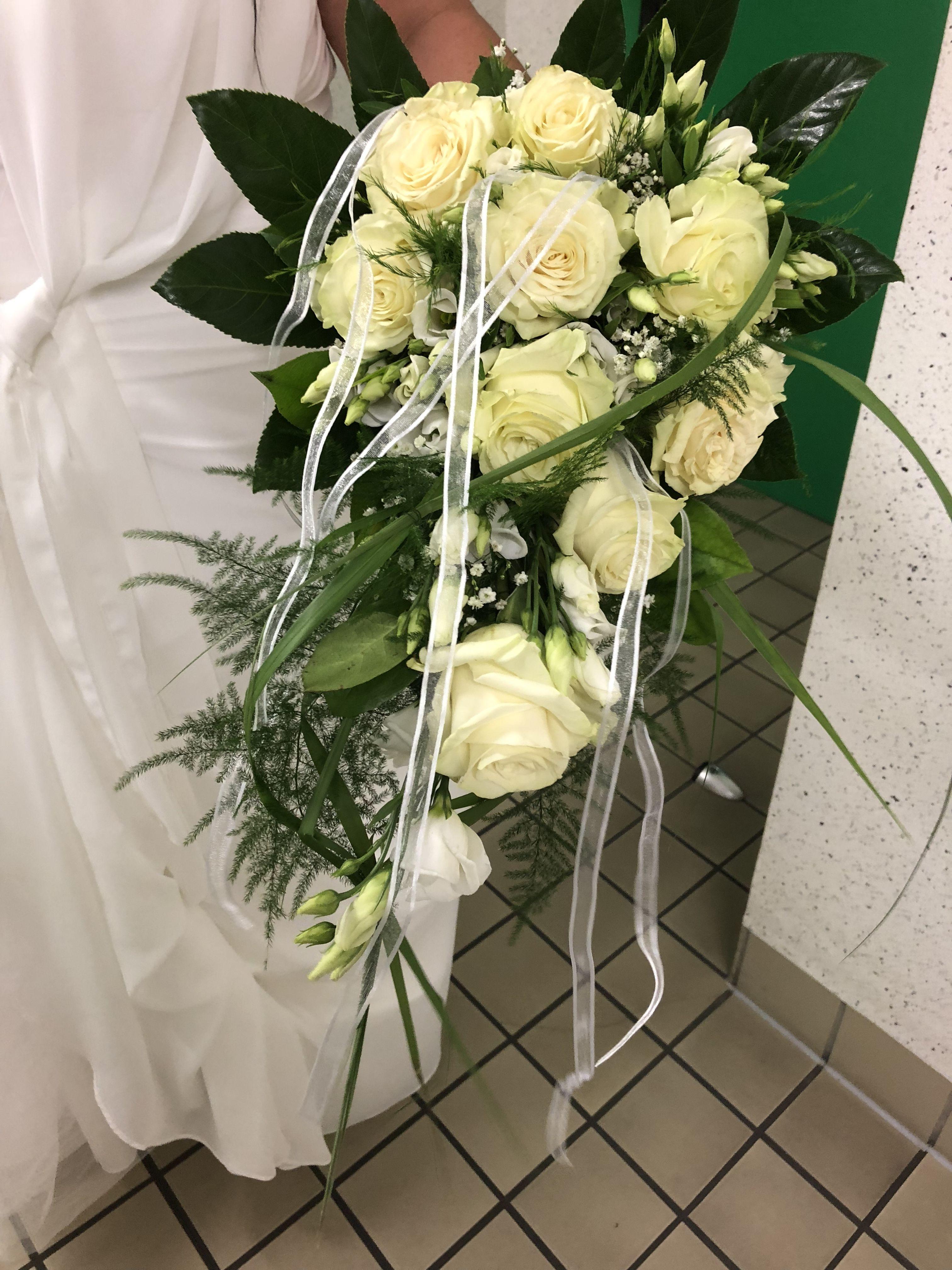 Hochzeit Brautstrauss Hangend Schlicht Weiss Rosen Grun Home