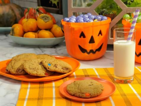 Got anything left in the candy bucket once the trick-or-treaters have come and gone? Chop up the leftovers (anything with chocolate works!), fold into Jeff Mauro's easy cookie dough and bake up a batch of post-Halloween treats. Get the recipe.