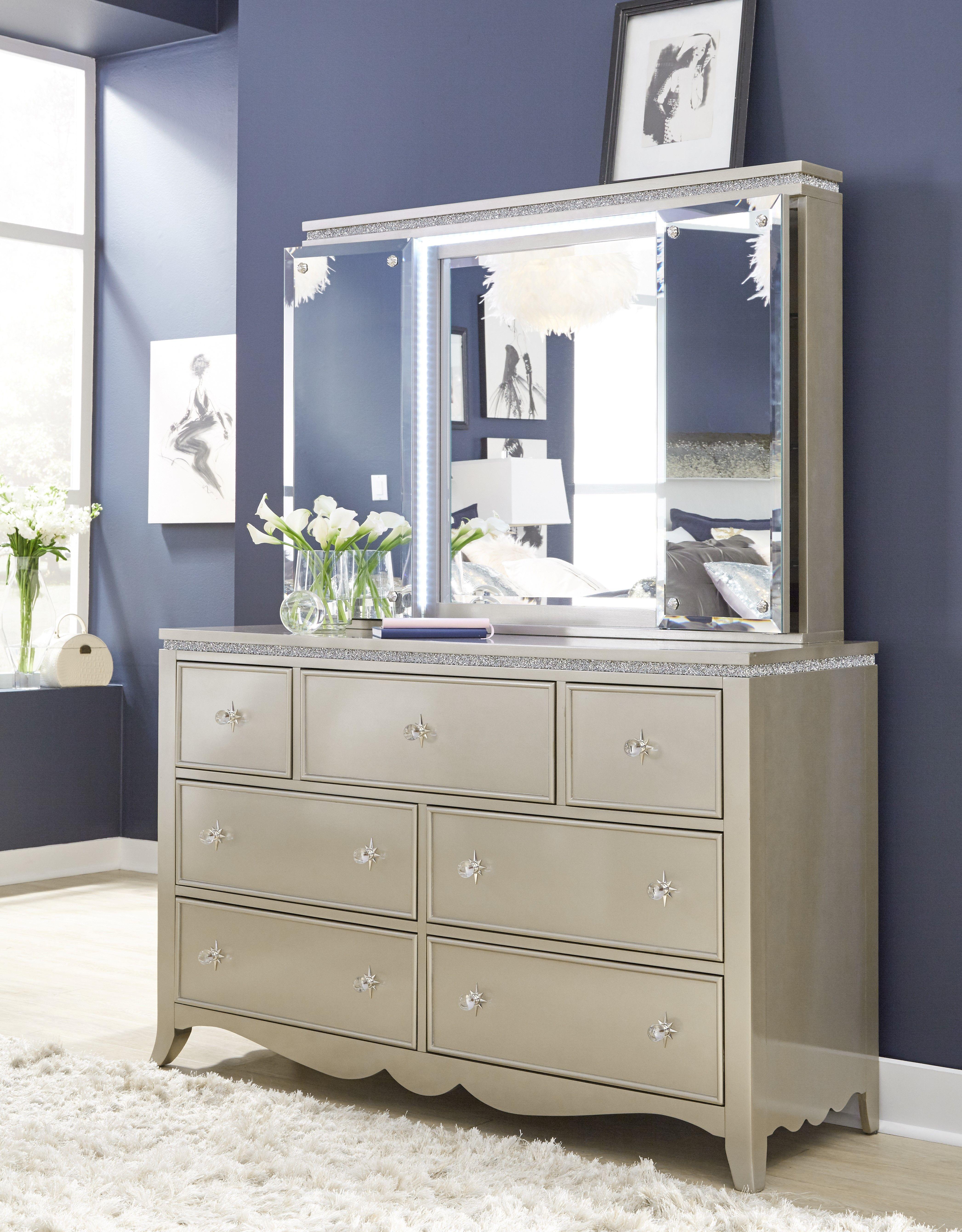 Glitz u glam dresser and lightup mirror shown open legacy