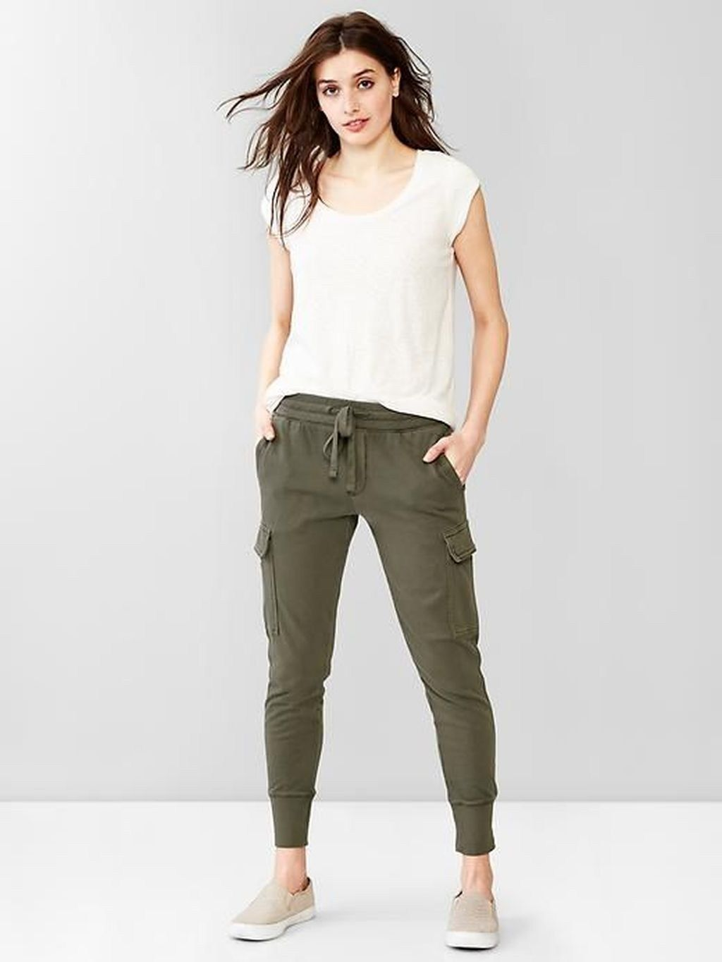 Stylish Womens Jogger Outfits Ideas For Winter 24 Womens Joggers Outfit Joggers Outfit Stylish Spring Outfit