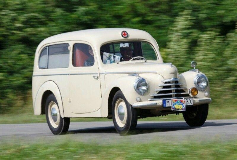 708639aa83 Skoda 1101 Tudor Ambulance