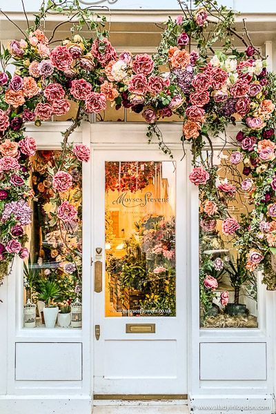 This flower shop in Belgravia, London has beautiful pink flowers around the door. Its displays change seasonally and are pretty all year.   #flowers #flowershop #london #belgravia