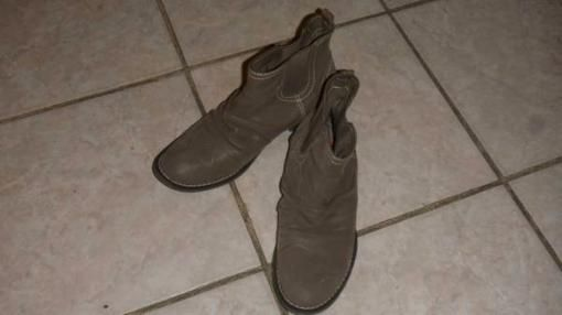 Brown Rocketdog boots. Size 7 - $15 - $15 on #Explorite via Explorite.com Brown Rocketdog boot. Pre-owned, Sometimes used in very good condition.. Really comfortable, and stylish.   Brand: Rocket Dog... #boot #brownboots #women #BC