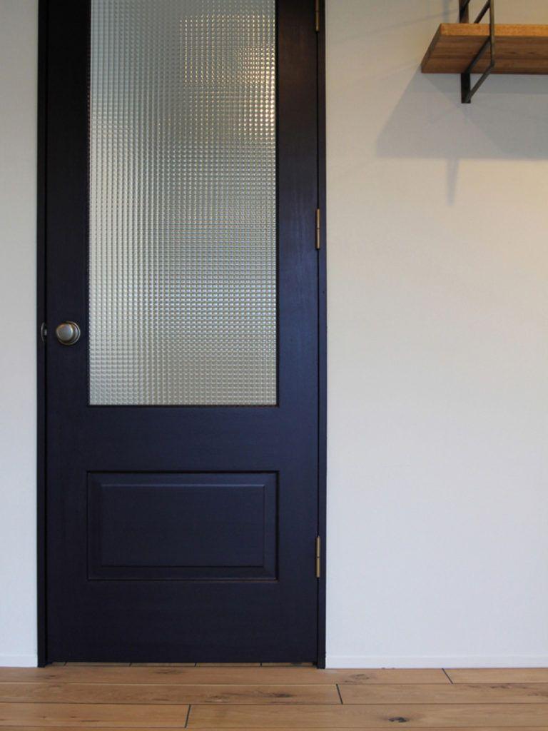 黒の変化と広がり 玄関ドア おしゃれ リビングドア 室内ドア