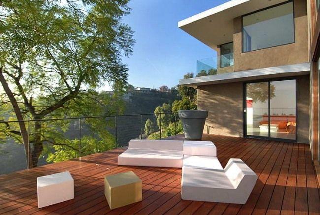 terrasse ausblick weiße outdoor möbel geometrische formen ... - Ideen Terrasse Outdoor Mobeln